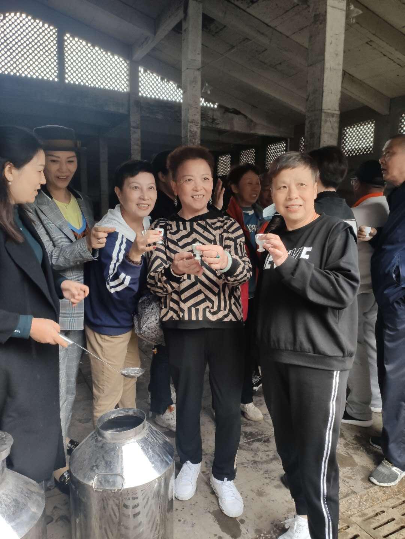 酒香飘满天:上海客户来厂参观考察